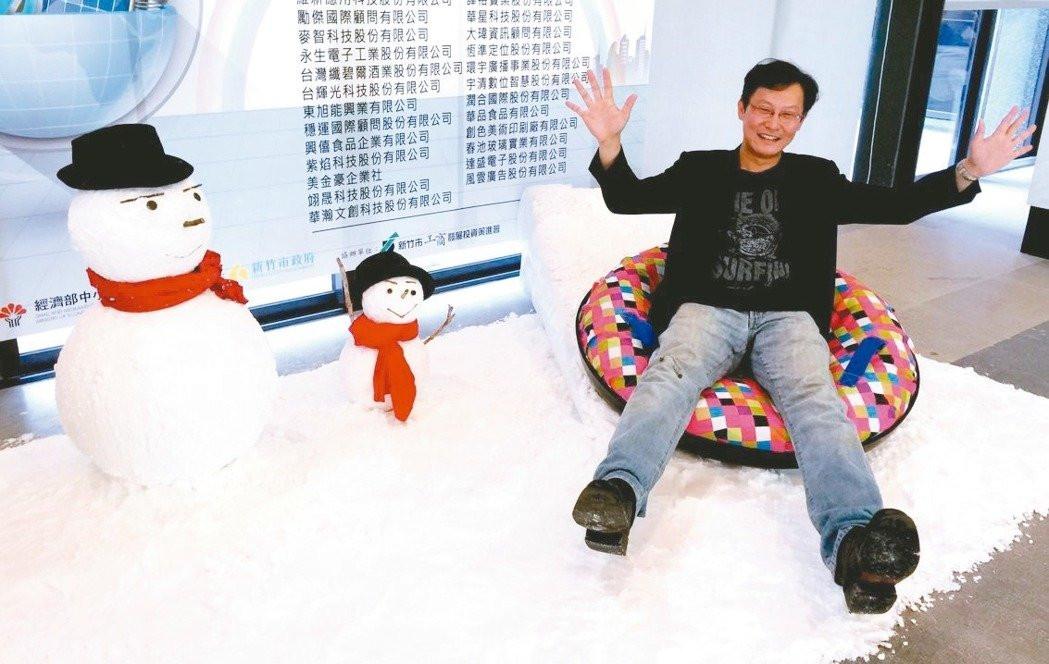 夏天也能滑雪?熱雪國際公司研發仿雪材料,讓四季都能玩雪。 記者李青霖/攝影
