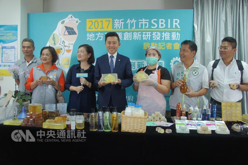 新竹市政府21日舉辦106年新竹市SBIR計畫啟動儀式, 廣邀各界企業踴躍申請,以提升產業競爭力。
